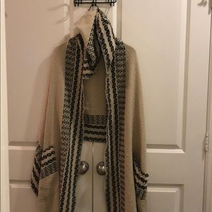 Cape with hood and pockets